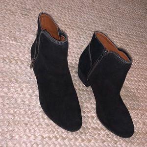 Suede black bootie